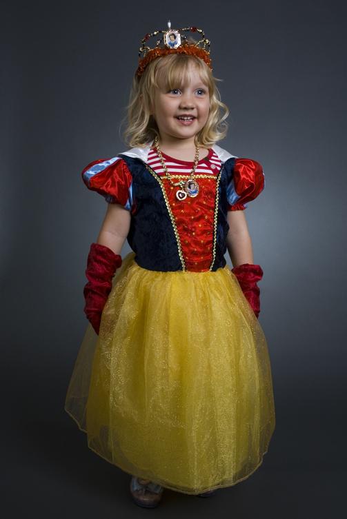 child in snow white costume